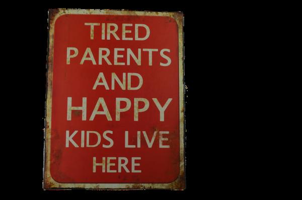 Nostalgie-Metallschild TIRED PARENTS AND HAPPY KIDS LIVE HERE